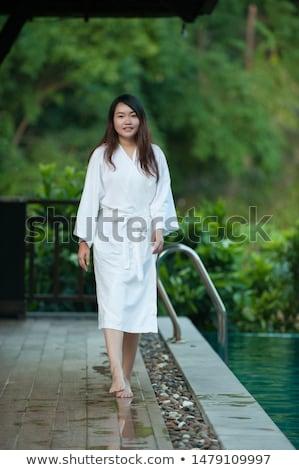Foto stock: Mujer · bonita · albornoz · pie · piscina · spa · centro