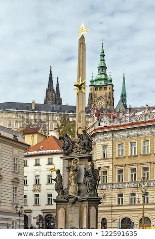 coluna · Praga · catedral · céu · casa - foto stock © borisb17