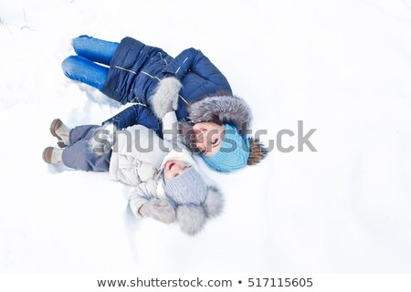 Familie leggen sneeuw vrouw gezicht kind Stockfoto © photography33
