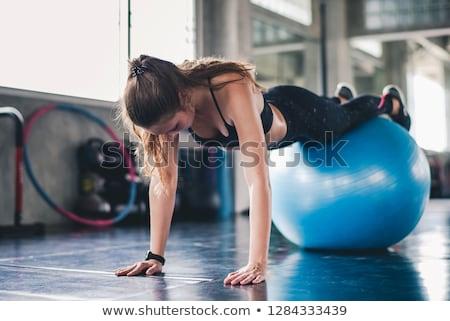 гири · женщину · расслабиться · тренировки · красный · спортзал - Сток-фото © iko