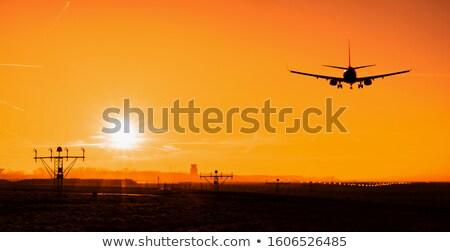 landing · vliegtuig · zonsondergang · grond · luchthaven · beetje - stockfoto © actionsports