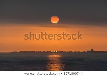 Güneş ayarlamak okyanus fantastik su bulutlar Stok fotoğraf © alinamd