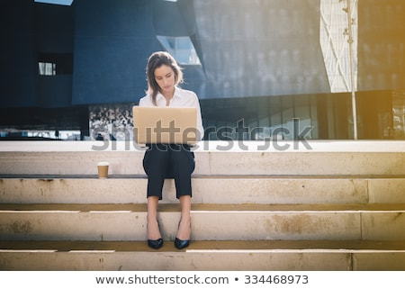 若い女性 · 座って · 手順 · かなり · 小さな · 笑顔の女性 - ストックフォト © boggy