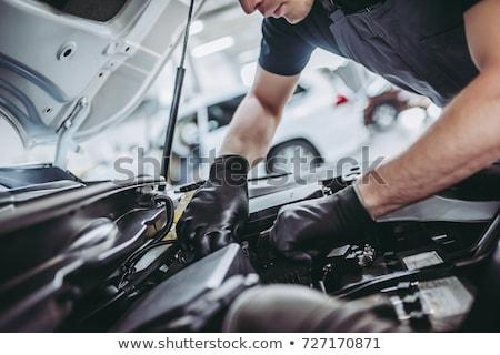 Mecánico de automóviles hombre coche tienda auto servicio Foto stock © dolgachov