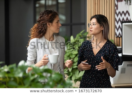 Jeunes asian femme d'affaires tasse thé café Photo stock © pressmaster
