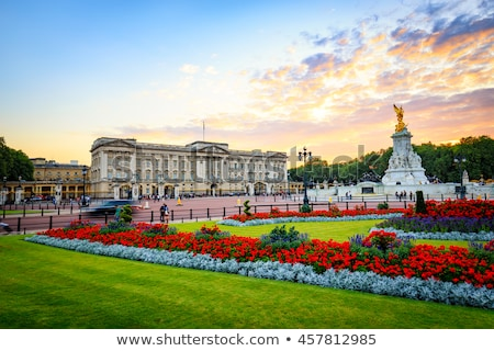 Buckingham · Palace · Londen · gebouw · veiligheid · zomer · reizen - stockfoto © dutourdumonde