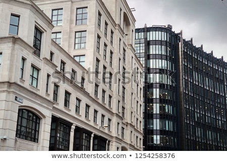Contraste bâtiments cathédrale fenêtres modernes façade Photo stock © Procy