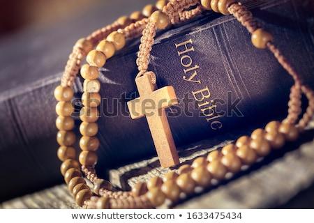Biblia rosario crucifijo edad papel libro Foto stock © winterling