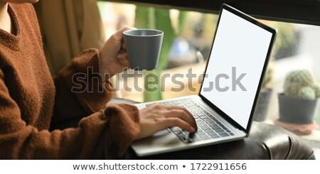 リラックス · 少女 · ノートパソコン · 肖像 · 美しい · 幸せな女の子 - ストックフォト © dash