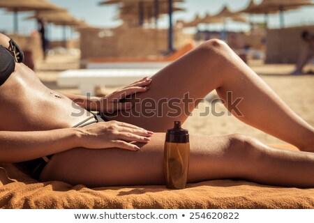 Dziewczyna opalenizna oleju ilustracja wody morza Zdjęcia stock © adrenalina