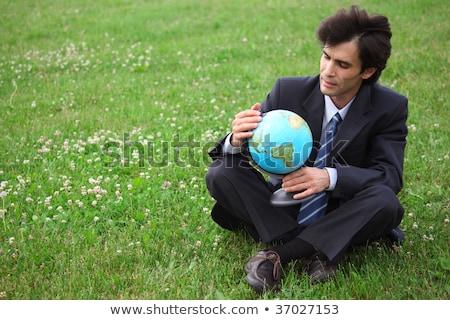 biznesmen · garnitur · świat · piłka · Pokaż · strony - zdjęcia stock © paha_l