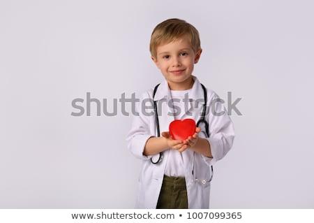 mano · estetoscopio · corazón · masculina · rojo - foto stock © ra2studio