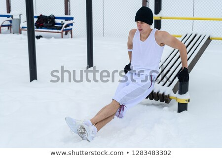 Jonge man parallel bars winter fitness Stockfoto © dolgachov