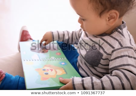 Cute чтение глядя книга ребенка Сток-фото © lorenzodelacosta
