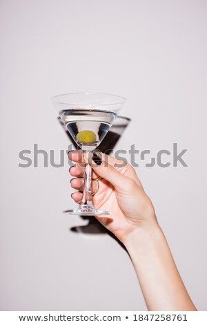 Mujer vidrio martini verde aceitunas Foto stock © dashapetrenko