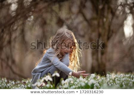 Weinig mooie meisje meisje glimlachend permanente Stockfoto © Soleil