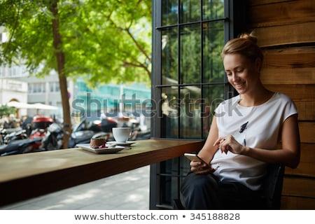 coffeeshop · meisje · prachtig · jonge · brunette · opknoping - stockfoto © lithian