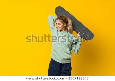mp3 · patinador · menina · escuta · telefone · móvel - foto stock © dolgachov