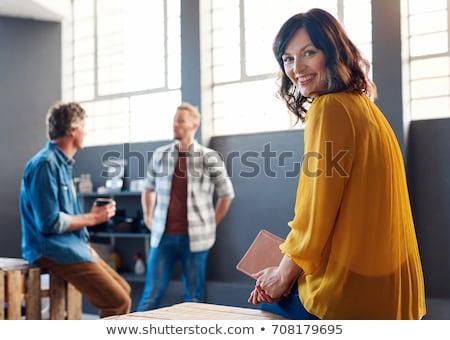 幸せ · 小さな · 女性実業家 · 座って · 職場 · オフィス - ストックフォト © deandrobot