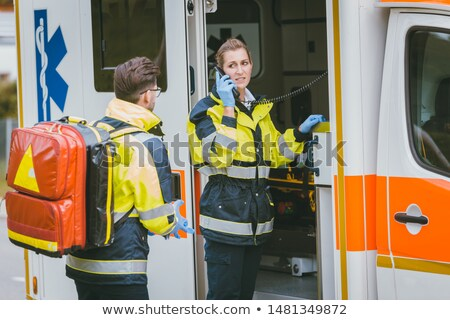 Ambulance praten radio communicatie telefoon man Stockfoto © Kzenon