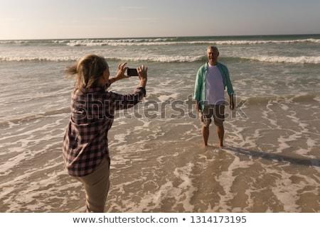 Zdjęcia stock: Widok · z · boku · aktywny · starszy · kobieta · zdjęć · telefonu · komórkowego