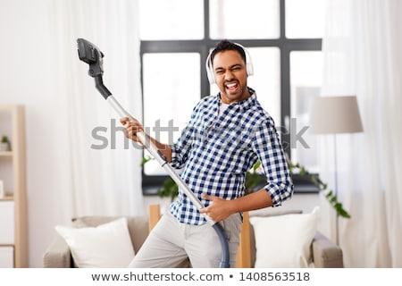 インド 男 真空掃除機 ホーム 家庭 ストックフォト © dolgachov