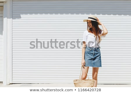 モデル · ジーンズ · スカート · 美しい · 白人 · ブルネット - ストックフォト © zastavkin
