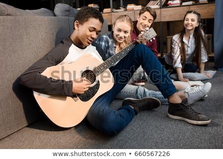 Foto stock: Adolescentes · jugando · guitarra · nina · hombre · grupo