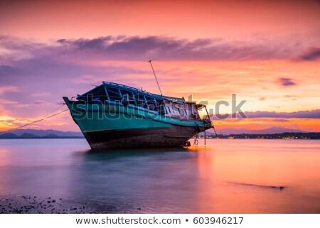 Csatahajó naplemente mögött nap természet tenger Stock fotó © rufous