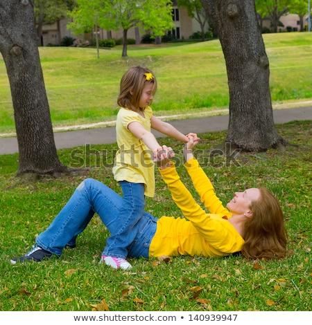mãe · loiro · filha · jogar · verde - foto stock © lunamarina