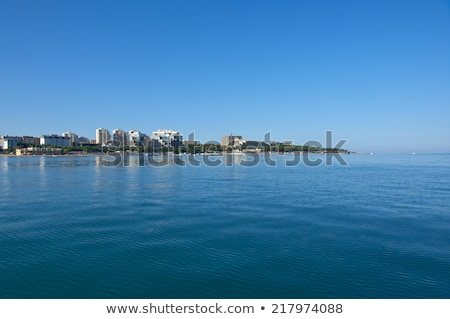 negro · mar · costa · mujer · hermosa · mirando - foto stock © fanfo
