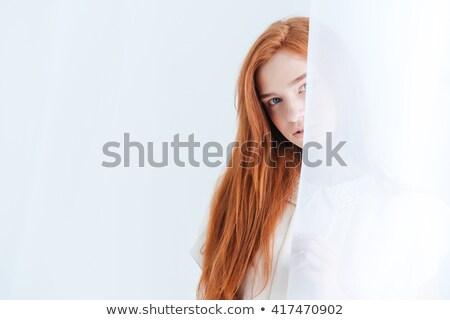 Femeie perdea lumina frumuseţe Imagine de stoc © deandrobot