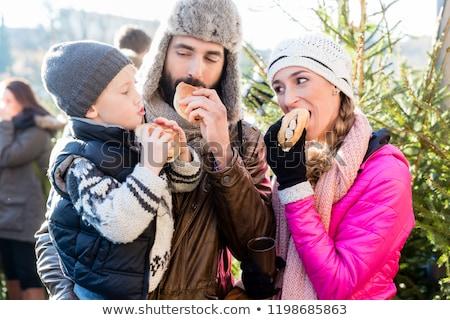 カップル · 市場 · 食品 · フルーツ · 少年 · ストア - ストックフォト © kzenon