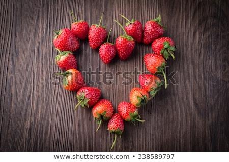 świeże truskawek kształt serca starych Zdjęcia stock © galitskaya