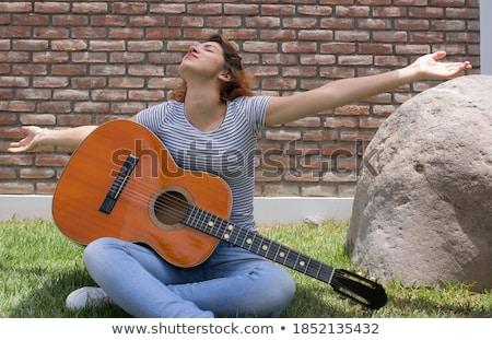 Hermosa sonriendo hispanos dama jugando guitarra acústica Foto stock © pxhidalgo