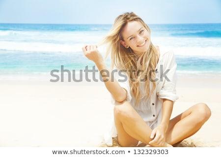Boldog aranyos fiatal lány tengerpart portré mosolyog Stock fotó © ElinaManninen