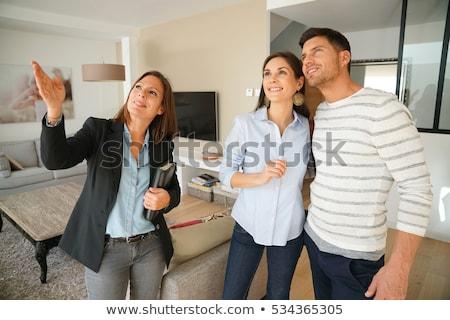 Agente immobiliare donna clienti Coppia blu business Foto d'archivio © Kurhan