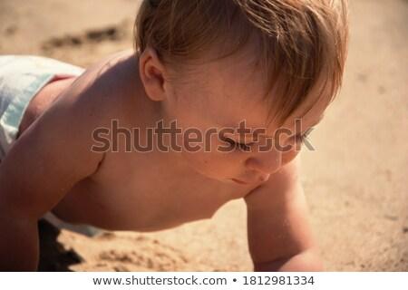 Jongen kruipen strand kinderen zon Stockfoto © meinzahn