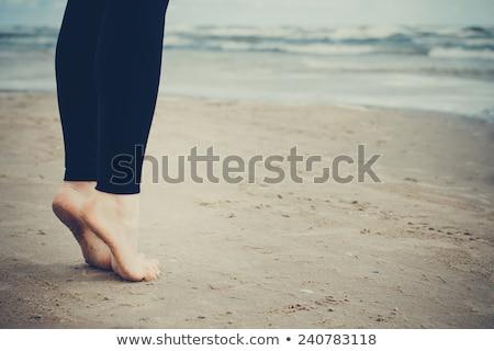 Lábujjak kisgyerek áll tengerpart fal láb Stock fotó © vanessavr