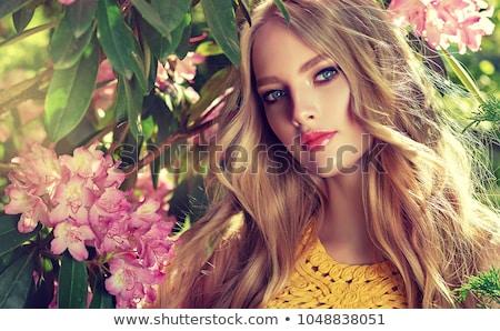 Kobieta pachnący wzrosła czerwony dziewczyna powrót Zdjęcia stock © konradbak