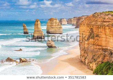 Tizenkettő sziklaformáció nagyszerű óceán út kikötő Stock fotó © dirkr
