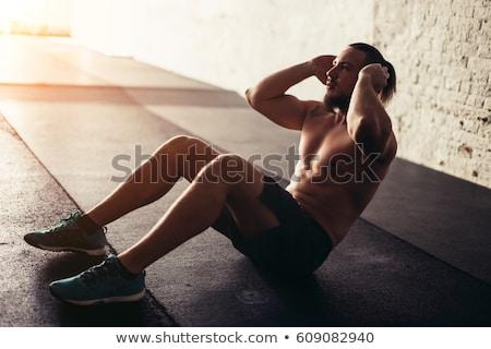 gespierd · man · abdominaal · gymnasium · zijaanzicht - stockfoto © yatsenko