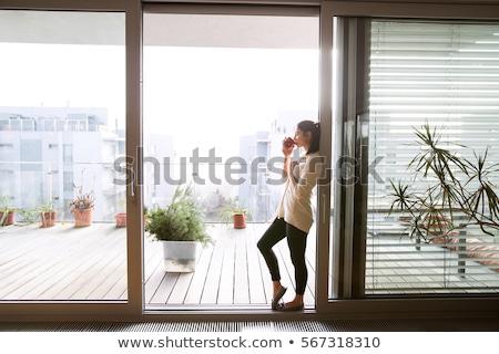 女性 立って オープン バルコニー ドア 休暇 ストックフォト © IS2