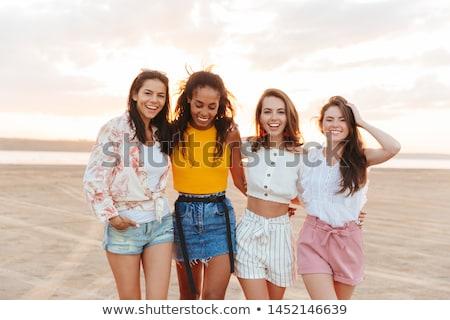 Optimista las mujeres jóvenes amigos caminando imagen sonriendo Foto stock © deandrobot