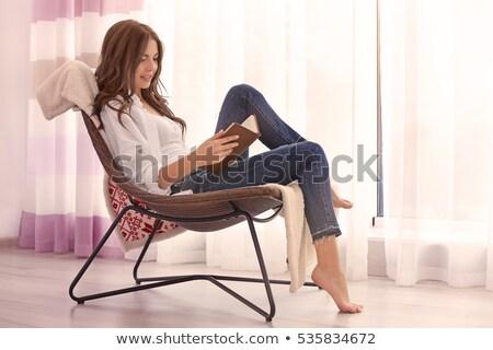 młoda · dziewczyna · czytania · książki · posiedzenia · krzesło · jasne - zdjęcia stock © RuslanOmega