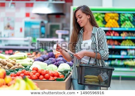 nő · élelmiszer · nyugta · mosolygó · nő · vásárlás · áruház - stock fotó © stokkete