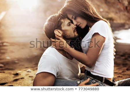романтические · поцелуй · горло · молодым · человеком · целоваться · красивая · женщина - Сток-фото © master1305