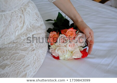 Nice fraîches bouquet corail roses Photo stock © artjazz