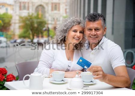 Idős nő hitelkártya fizet számla kávézó Stock fotó © dolgachov