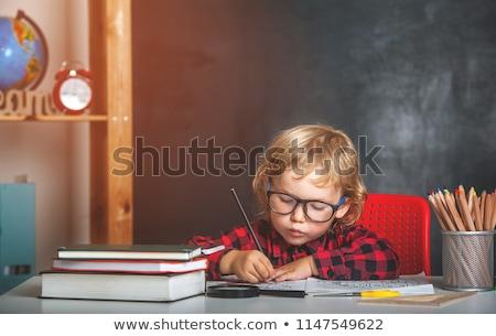 Stockfoto: Schooljongen · vergadering · boeken · terug · naar · school · geïsoleerd · witte